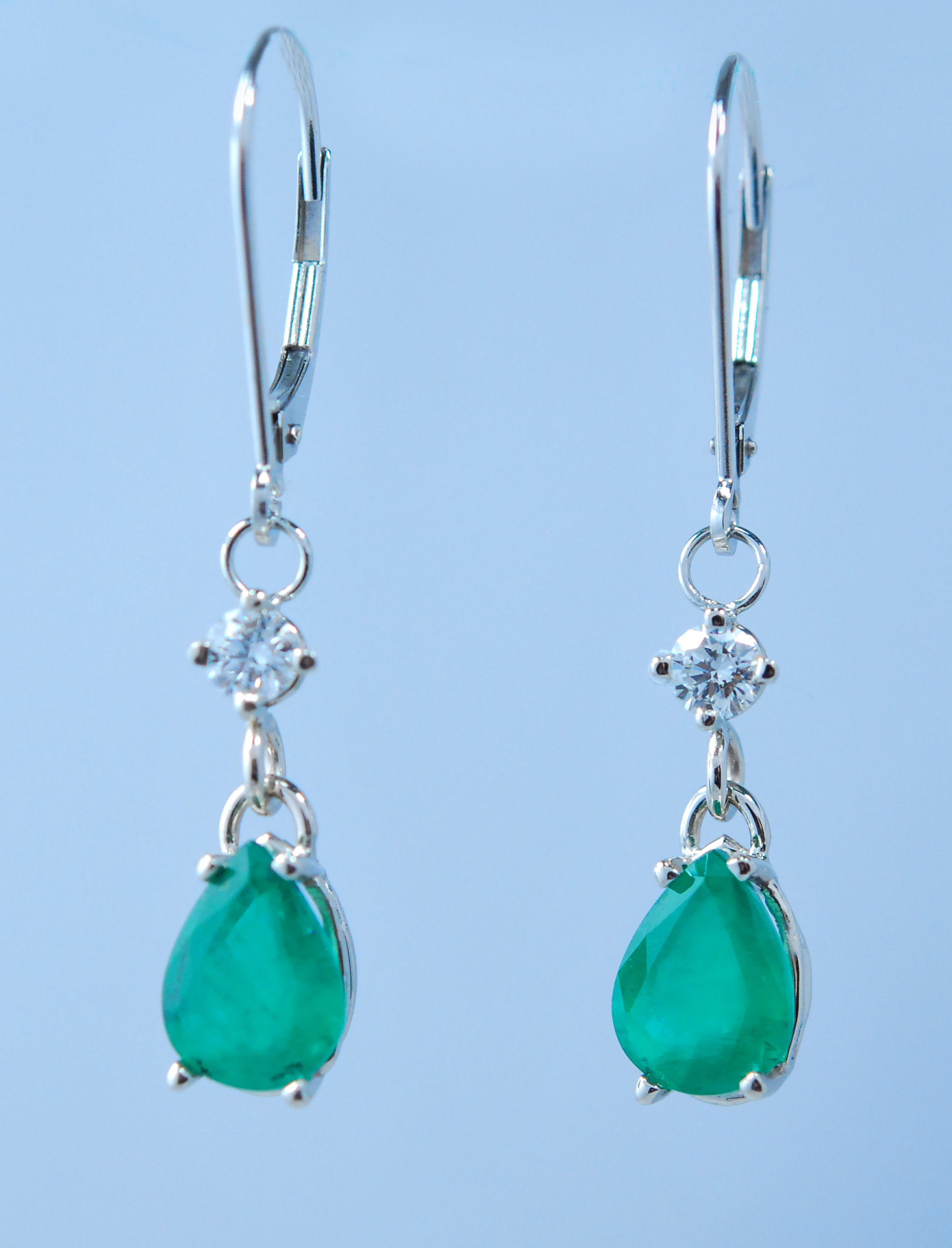 3ct Emerald earrings