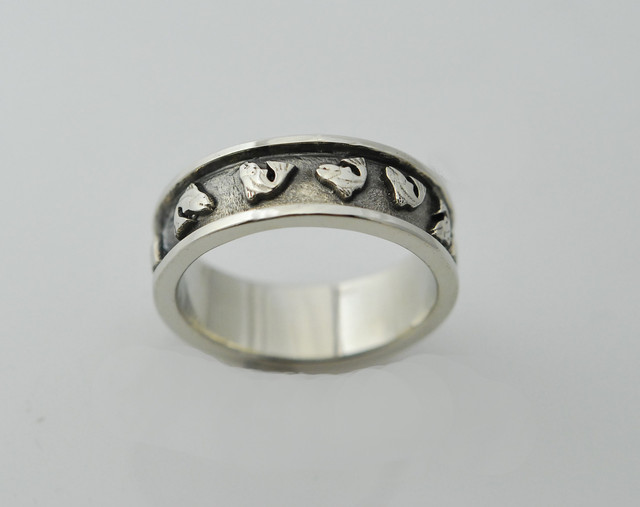 MR107 14kt white gold flying fish ring
