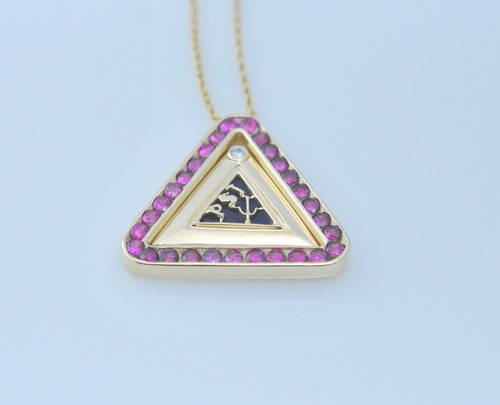 P9002 14kt yellow gold, pink sapphire and lapis pendant