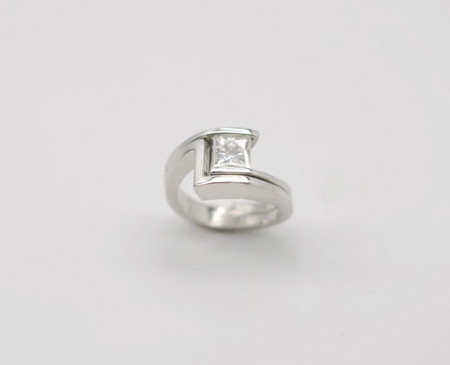 14kt white gold moissanite